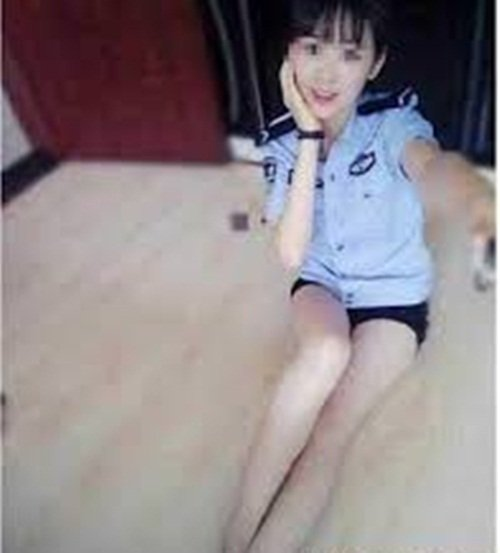 """Nữ cảnh sát TQ bị sa thải vì chụp ảnh """"tự sướng"""" thô tục - 3"""