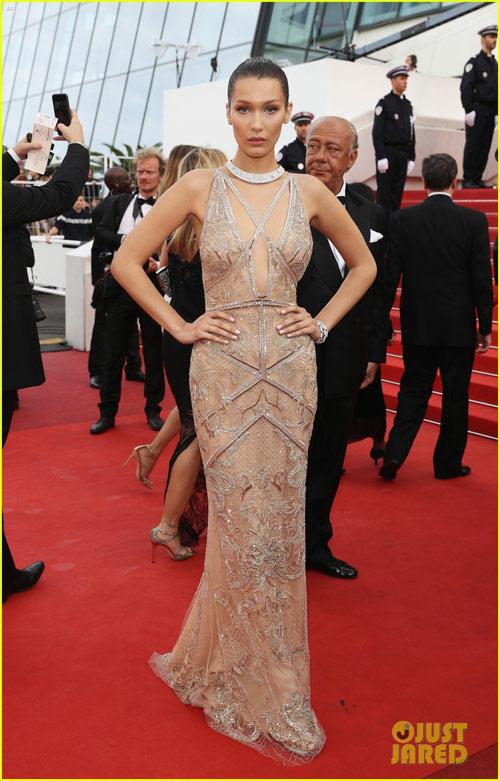 3 chân dài đốt cháy thảm đỏ Cannes nhờ cổ áo sâu hoắm - 2