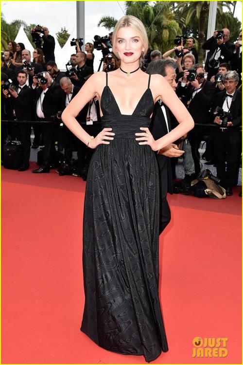 3 chân dài đốt cháy thảm đỏ Cannes nhờ cổ áo sâu hoắm - 6