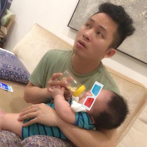 """Facebook sao 12.5: Tùng Dương tung ảnh """"ông bố của năm"""" - 1"""