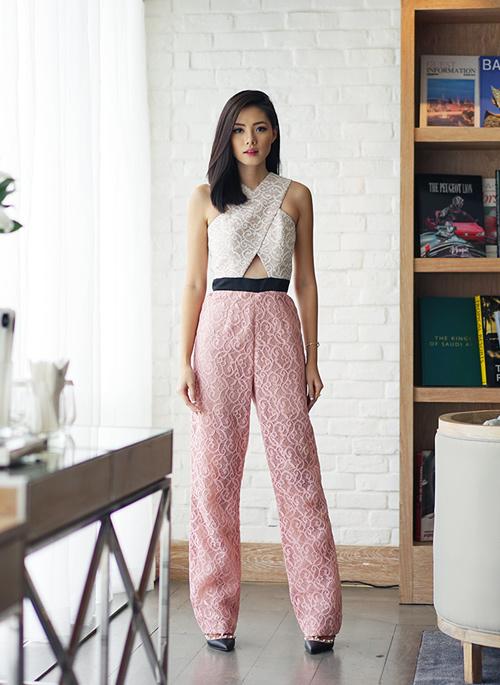 Dáng vẻ tiểu thư đẹp hút mắt của hot girl Indonesia - 4