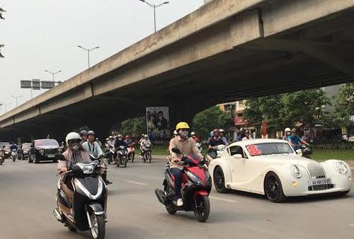 Video: Hai siêu xe Rolls-Royce rước dâu ở Hà Nội gây chú ý - 2