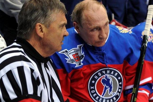 Putin ngã sõng soài trên sân đấu hockey - 1