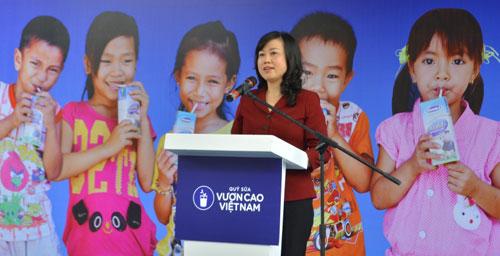 Vinamilk và Quỹ sữa Vươn cao VN tặng sữa cho 40.000 trẻ em ở 40 tỉnh - 2