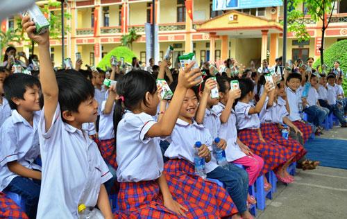 Vinamilk và Quỹ sữa Vươn cao VN tặng sữa cho 40.000 trẻ em ở 40 tỉnh - 6