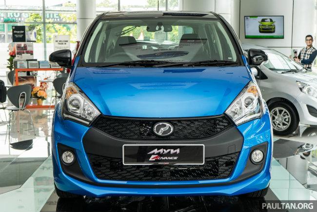 Theo những nguồn tin rò rỉ, Perodua Myvi 2016 hiện đã sẵn bán tại Malaysia. Xe có tông màu kép mới đen và xanh, kết hợp với các cột, mái vòm, khung ốp gương, cửa bên và cửa sau màu đen.