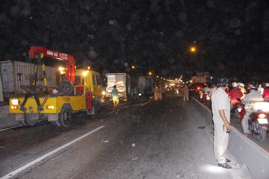 Tai nạn liên hoàn, tài xế bò ra từ buồng lái bẹp dúm - 2