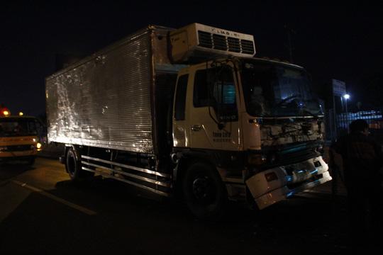 Tai nạn liên hoàn, tài xế bò ra từ buồng lái bẹp dúm - 4