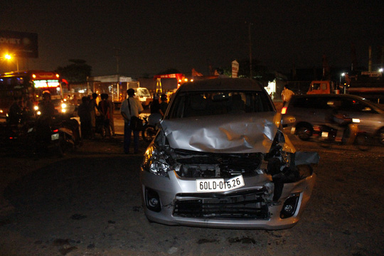 Tai nạn liên hoàn, tài xế bò ra từ buồng lái bẹp dúm - 5