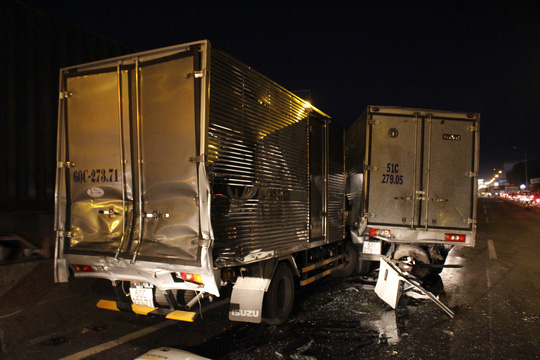 Tai nạn liên hoàn, tài xế bò ra từ buồng lái bẹp dúm - 7