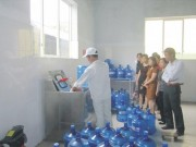 """Thị trường - Tiêu dùng - HN """"bêu tên"""" 10 cơ sở nước uống đóng chai bẩn"""