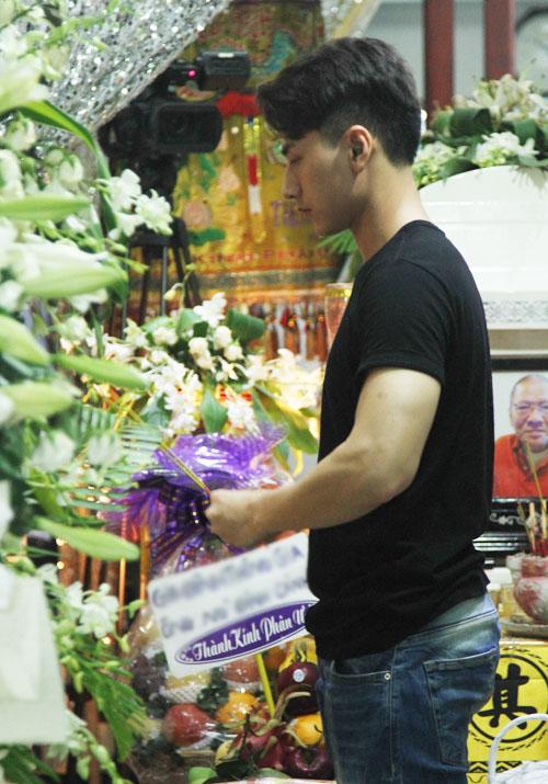Dàn sao Việt xót xa tiễn đưa bố Hồng Ngọc trong đêm - 7