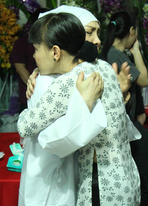 Dàn sao Việt xót xa tiễn đưa bố Hồng Ngọc trong đêm - 11