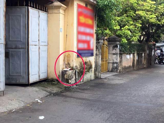 Hà Nội: Cụ ông chết ngồi trước cửa nhà - 1