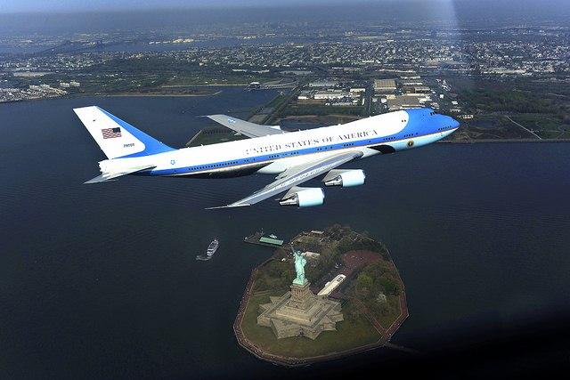 Nơi đặt máy bay Không lực Một của Obama bị dọa đánh bom - 2