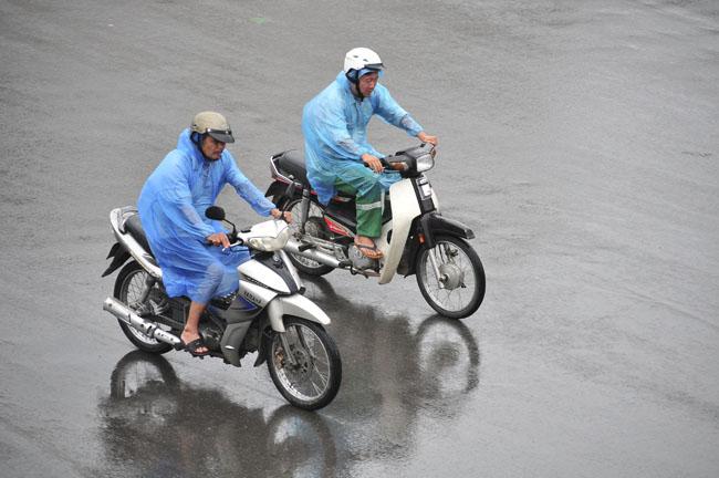 Miền Bắc vào đợt mưa dông đầu mùa, nhiều nơi mưa to - 1