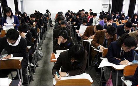 Cha mẹ Hàn Quốc đua nhau cho con tiêm 'mũi thông minh' - 2