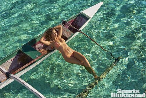Mẫu 9X hot nhất thế giới bốc lửa với bikini bé xíu - 5