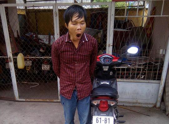 Hiệp sĩ cùng dân vây bắt kẻ nghiện trộm xe máy - 2