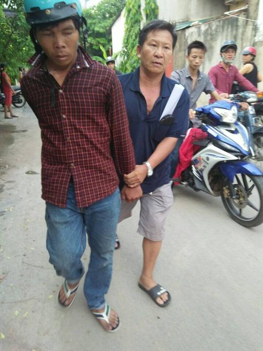 Hiệp sĩ cùng dân vây bắt kẻ nghiện trộm xe máy - 1