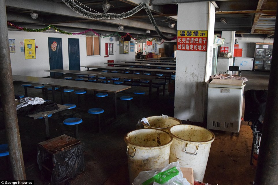 Nơi ở tồi tàn của công nhân sản xuất iPhone - 2