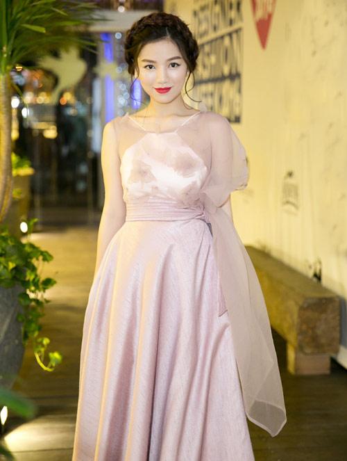 Vẻ đẹp xinh như công chúa của hot girl Hạ Anh - 1