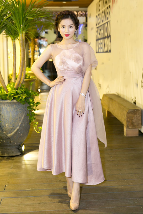 Vẻ đẹp xinh như công chúa của hot girl Hạ Anh - 2