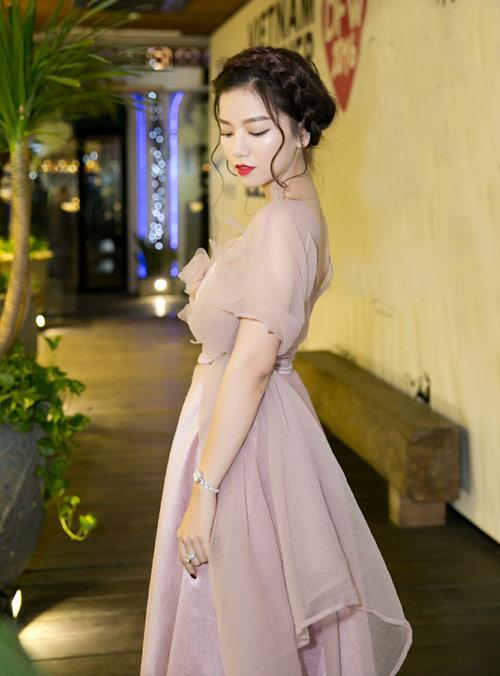 Vẻ đẹp xinh như công chúa của hot girl Hạ Anh - 3
