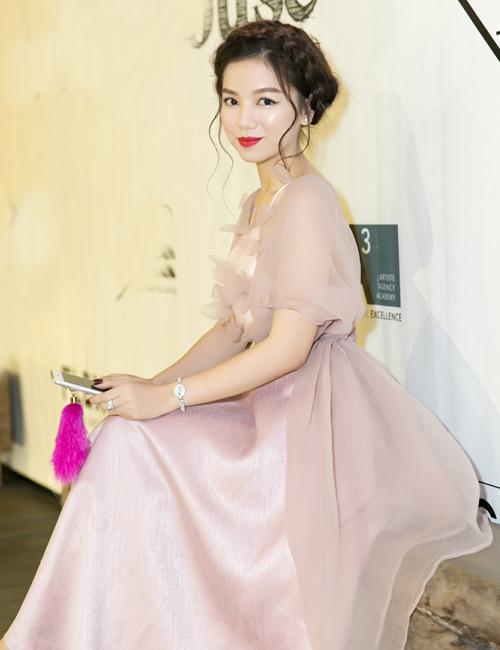 Vẻ đẹp xinh như công chúa của hot girl Hạ Anh - 4