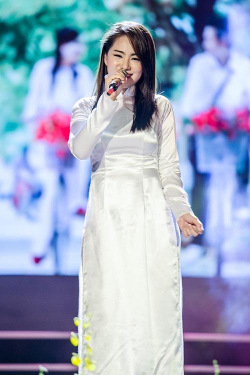 Vy Oanh nghẹn ngào khi hát về tuổi học trò - 6