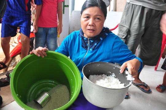 Phát hoảng khi phát hiện trong gạo có hạt nhựa - 1