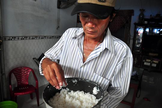 Phát hoảng khi phát hiện trong gạo có hạt nhựa - 4