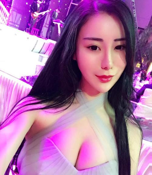 """""""Phát hờn"""" vì tiểu thư Trung Quốc đã giàu còn sexy - 1"""