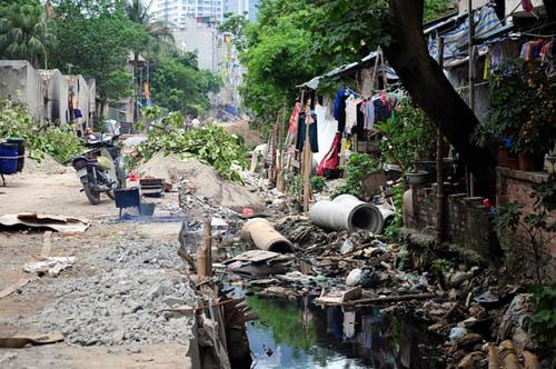 HN: 8 năm không xong 1km mương, dân sống chung với muỗi - 1