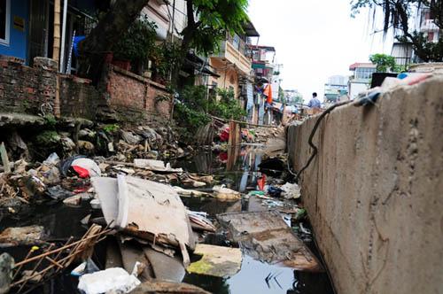 HN: 8 năm không xong 1km mương, dân sống chung với muỗi - 5
