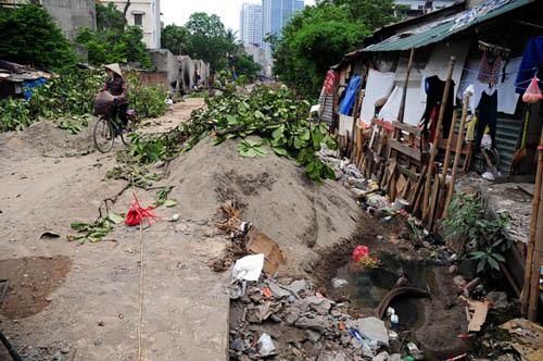 HN: 8 năm không xong 1km mương, dân sống chung với muỗi - 6