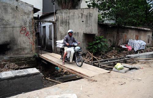 HN: 8 năm không xong 1km mương, dân sống chung với muỗi - 12
