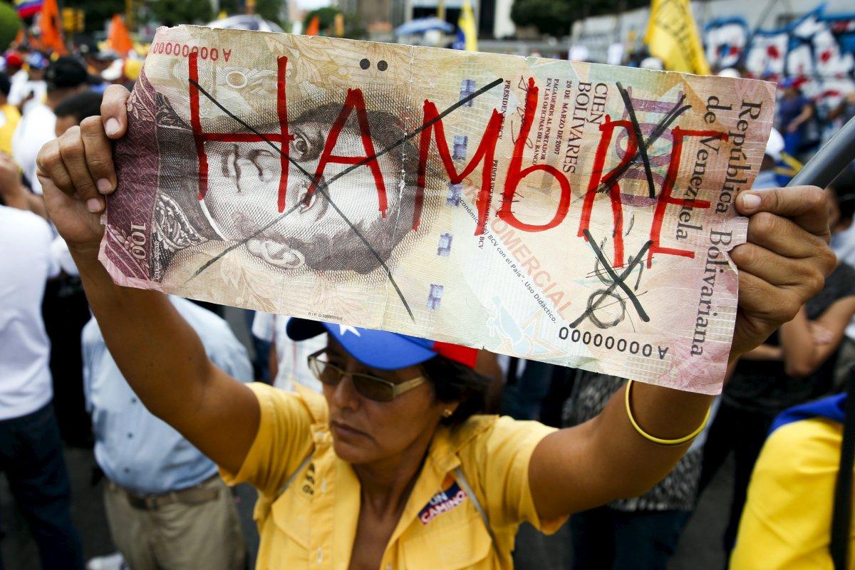 Đói ở Venezuela, nghìn người tràn vào siêu thị cướp bóc - 2