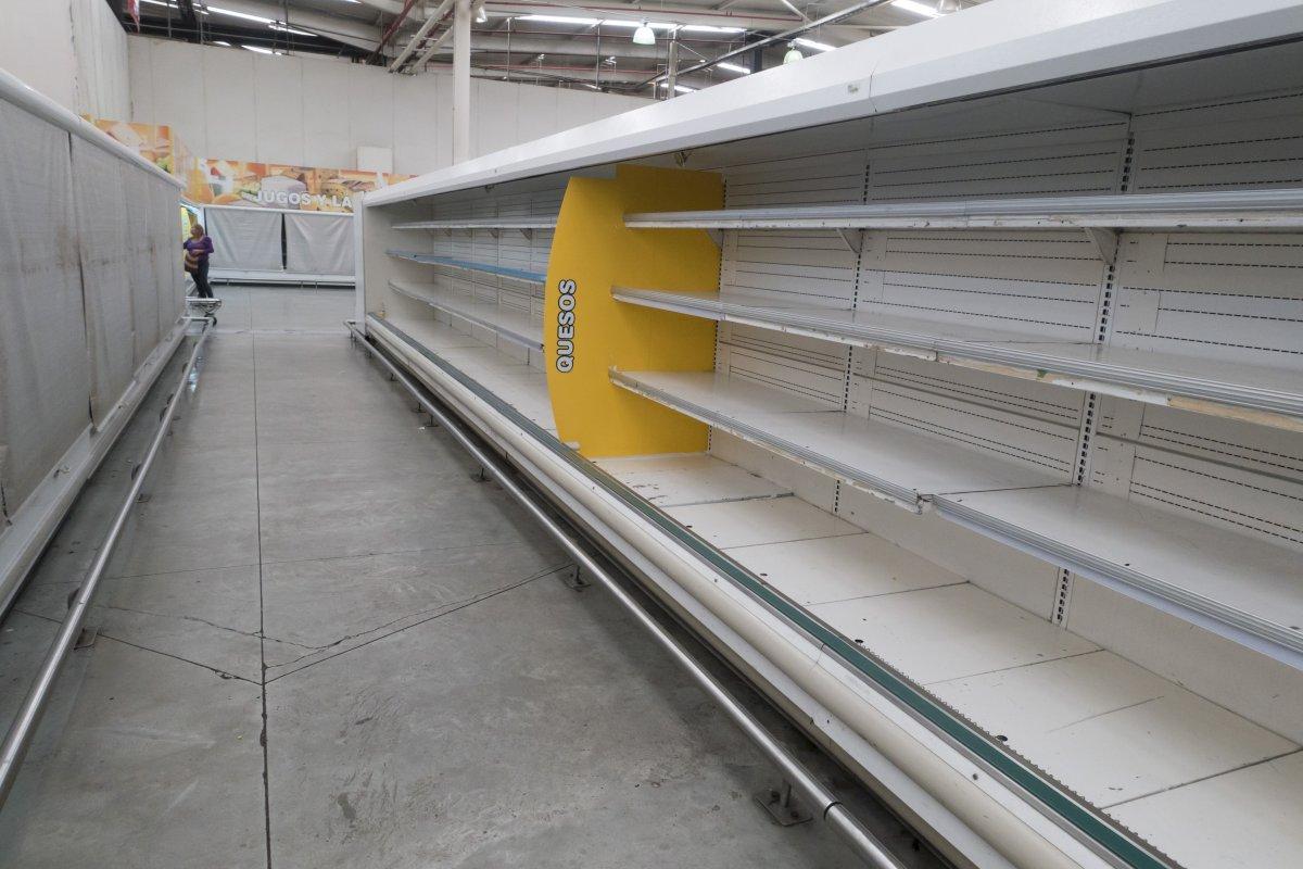 Đói ở Venezuela, nghìn người tràn vào siêu thị cướp bóc - 5