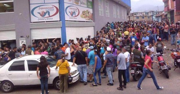 Đói ở Venezuela, nghìn người tràn vào siêu thị cướp bóc - 3