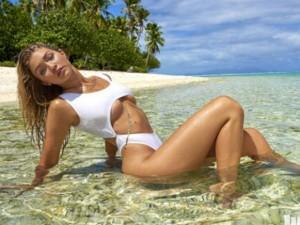Mẫu 9X hot nhất thế giới bốc lửa với bikini bé xíu