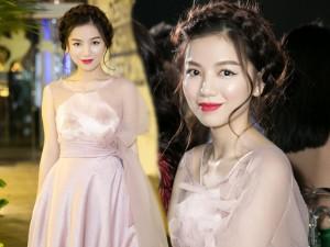 Vẻ đẹp xinh như công chúa của hot girl Hạ Anh