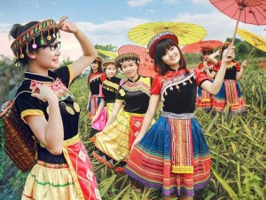 Teen Ninh Bình hóa thiếu nữ Mông chụp ảnh kỷ yếu