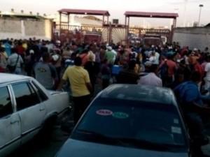 Đói ở Venezuela, nghìn người tràn vào siêu thị cướp bóc
