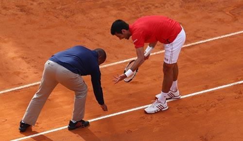 Động đến trọng tài, Djokovic đối mặt với án phạt - 1