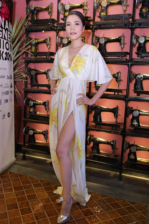 Choáng với chiếc váy quá táo bạo của Thủy Tiên - 15
