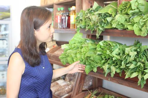 Cô gái bỏ lương 50 triệu/ tháng, về quê trồng rau sạch - 2