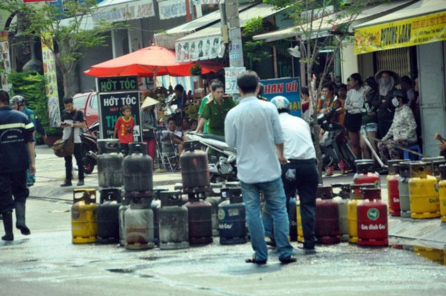 5 phút hãi hùng đối diện thanh niên ngáo đá đốt cửa hàng gas - 5