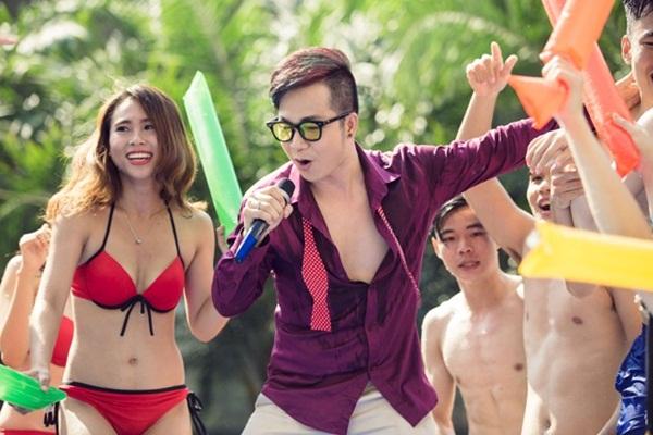 """""""Mặc bikini hát Bolero ở bể bơi vì Sài Gòn quá nóng"""" - 2"""