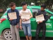 An ninh Xã hội - Kỳ lạ: 3 tên cướp taxi cười sằng sặc khi bị bắt